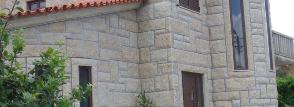 Mur en pierre naturelle granit portugais granit for Carrelage exterieur 70x70